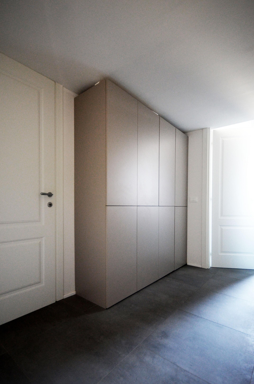 casa MG EG. armadiatura del disimpegno. all'interno trova spazio una piccola lavanderia