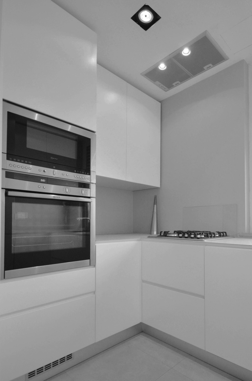 casa LT EDC. la cucina su misura è piccola e ben studiata. Realizzata su disegno dell'architetto francesco valentini dalla SIMAR arredamenti.