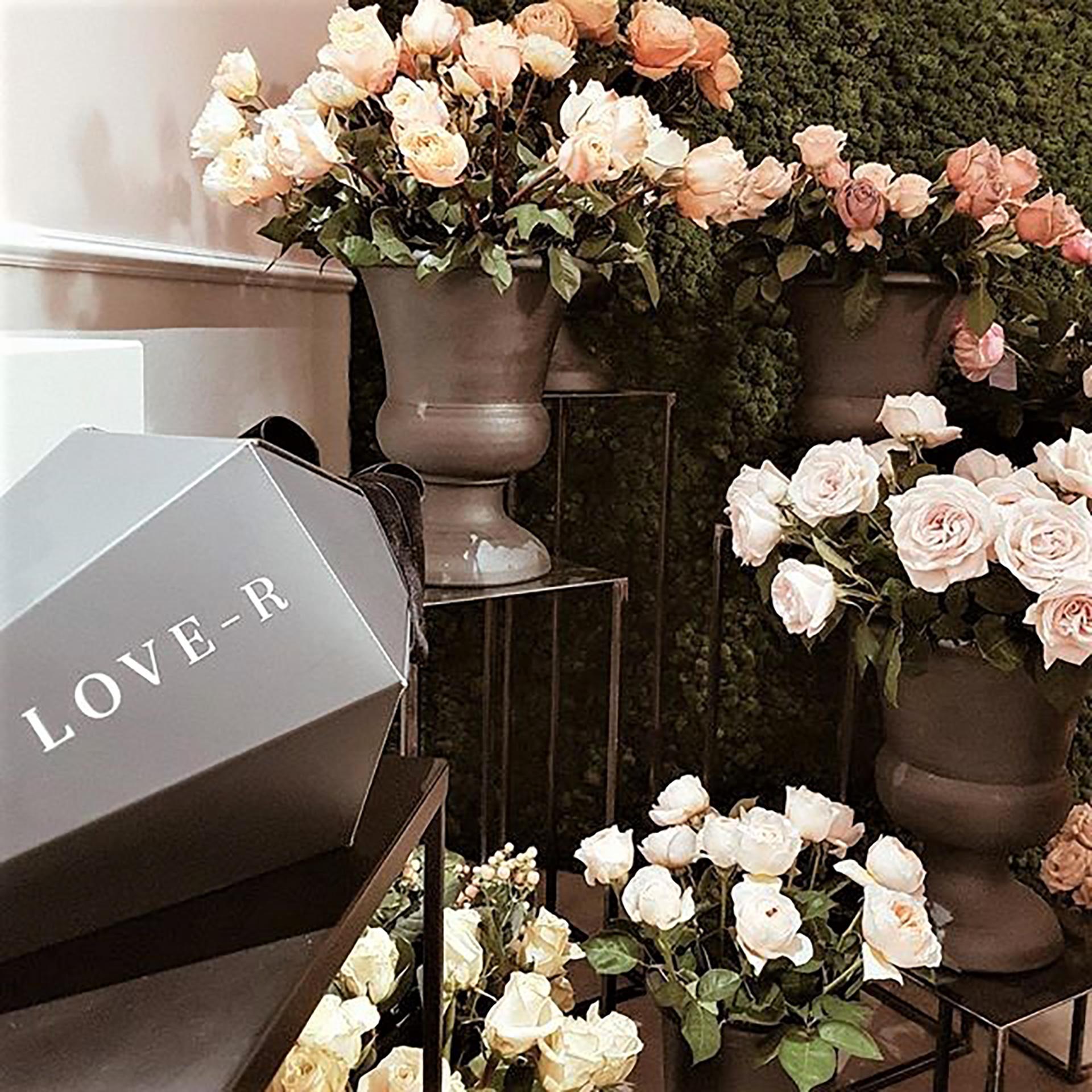 Love-r. Le rose utilizzate per le confezioni provengono dalle migliori coltivazioni attentamente scelte per aderire agli elevati standard qualitativi.