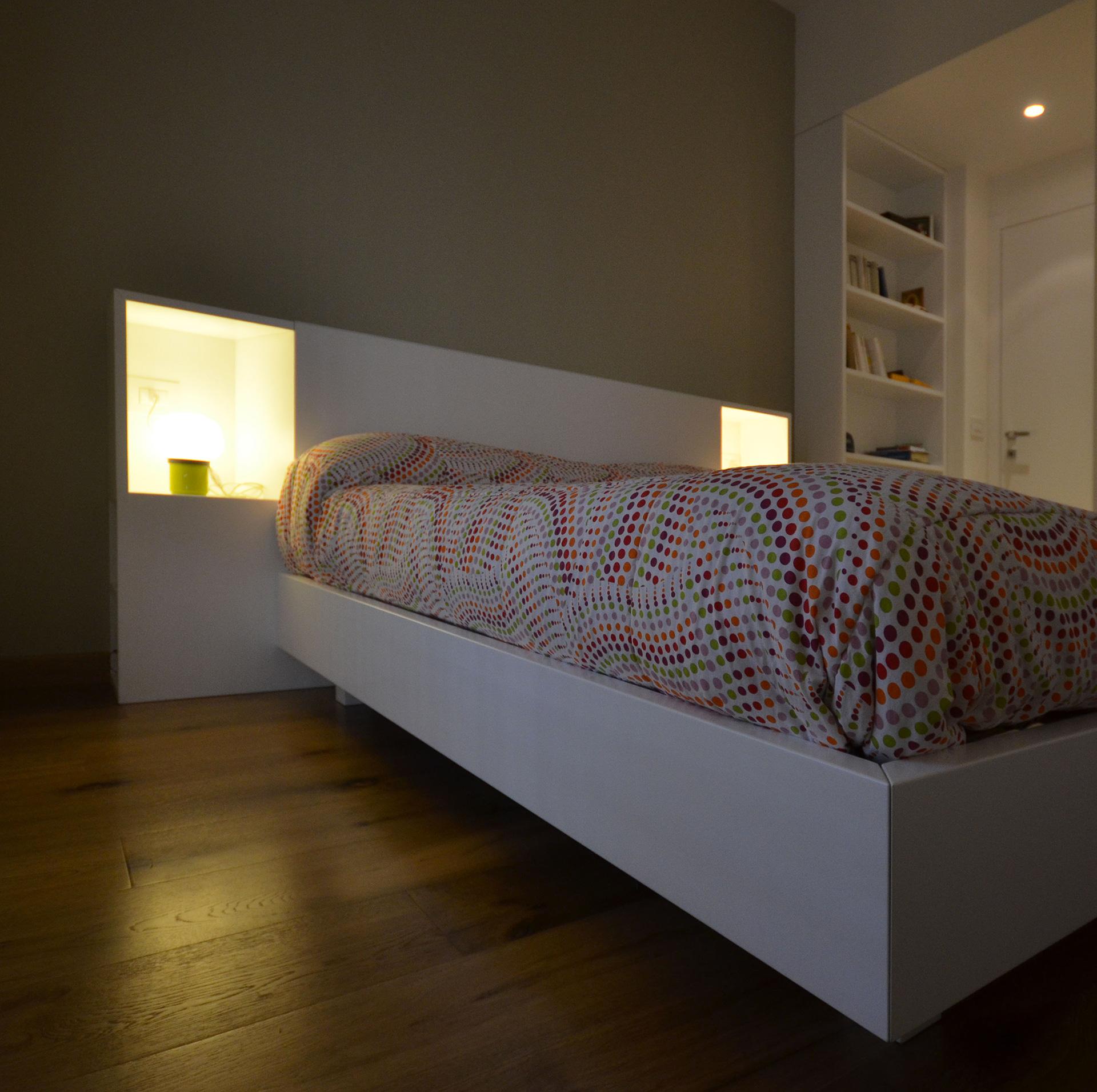 casa LT EDC. anche il letto è stato disegnato dall'architetto francesco valentini e realizzato dalla Simar arredamenti