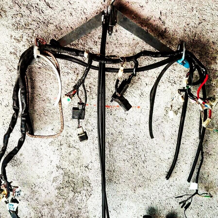yamaha xj550. il vecchio impianto elettrico smontato e totalmente rivisto.