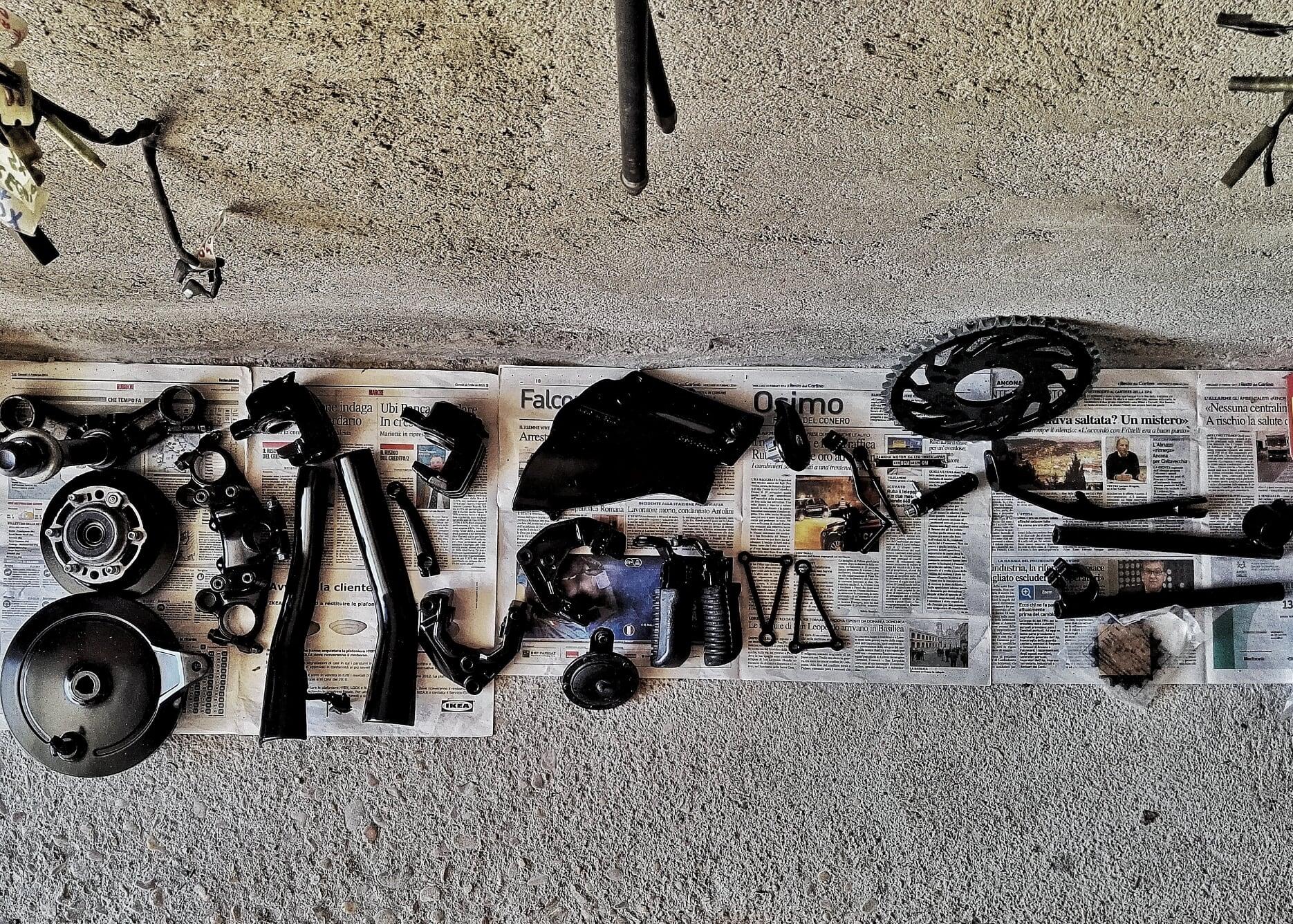 yamaha xj550. pezzi pronti per essere riassemblati e dare nuova vita alla moto.