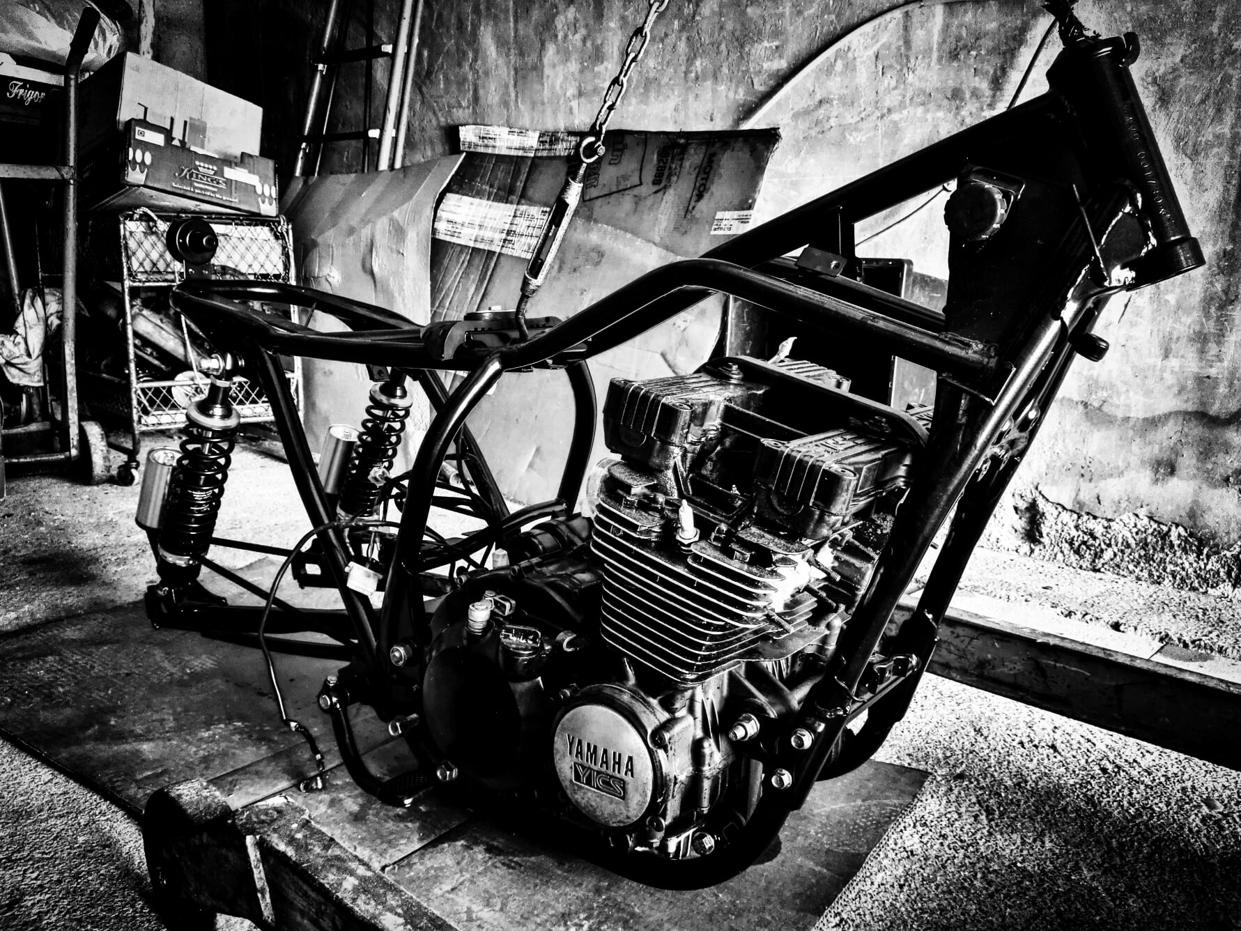 yamaha xj550. blocco motore montato sul telaio.