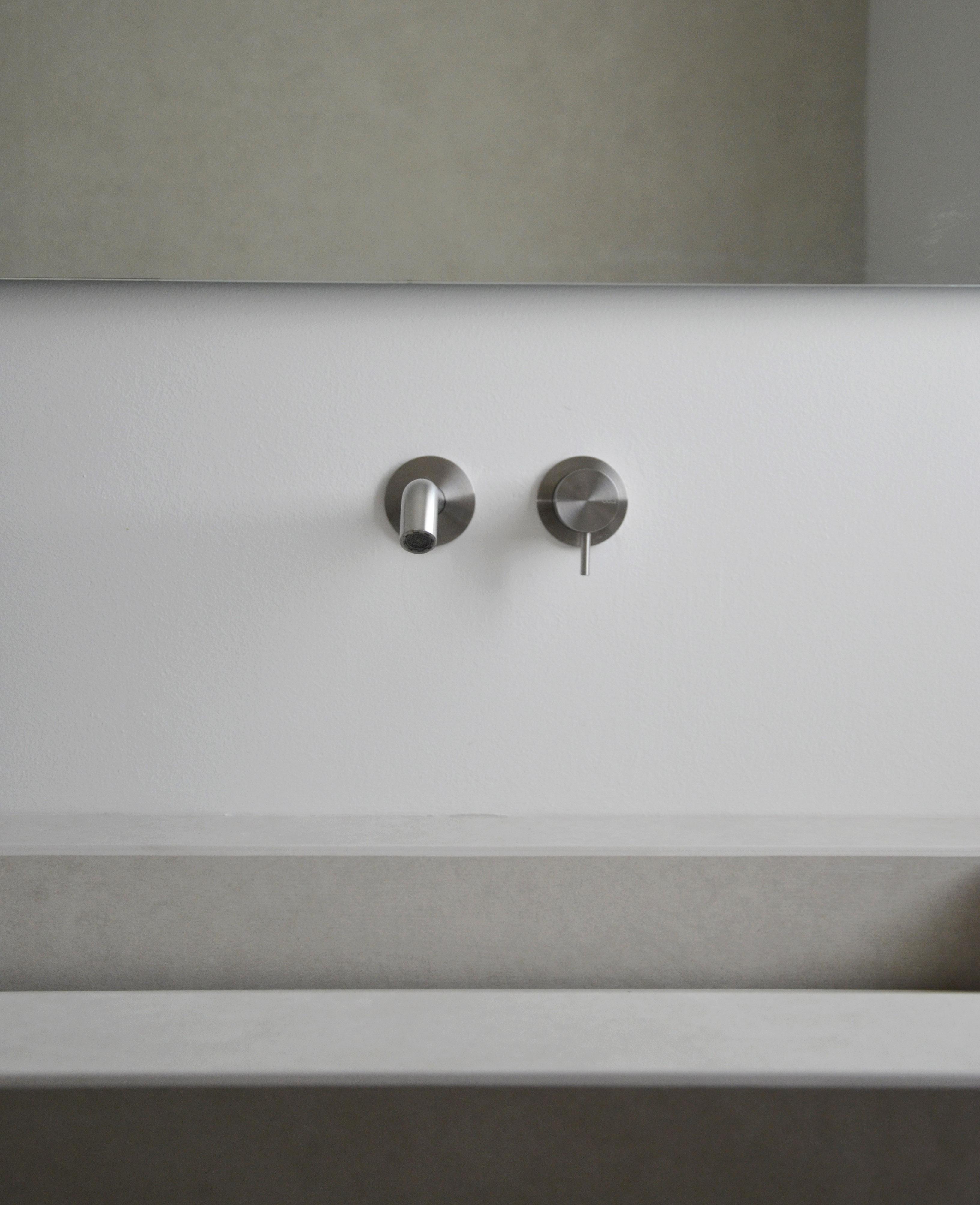 casa MB SR. dettaglio della rubinetteria della CEA.