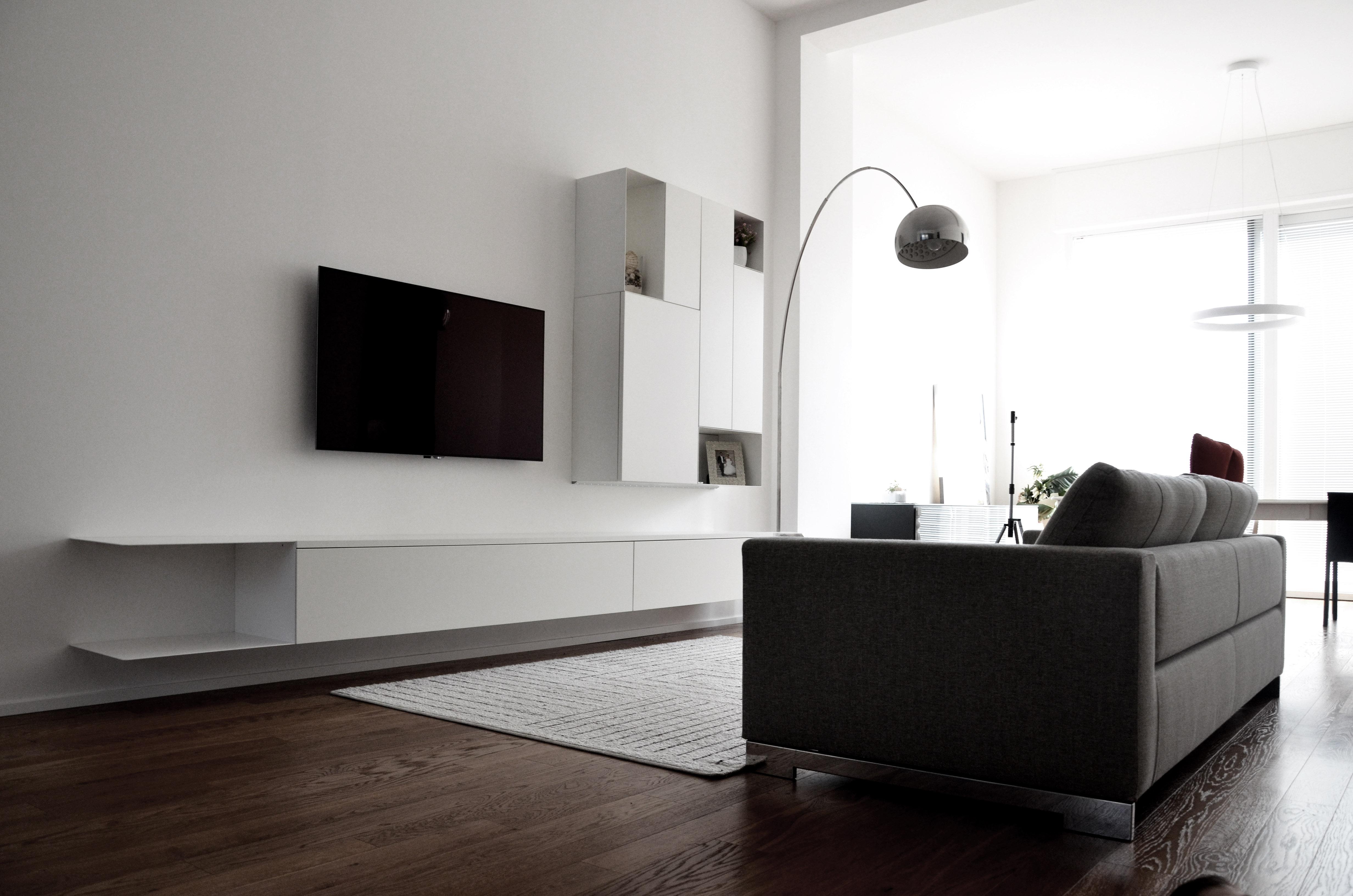 casa MB SR. la zona divani con mobile tv della porro e disegnato su misura dall'architetto francesco valentini.