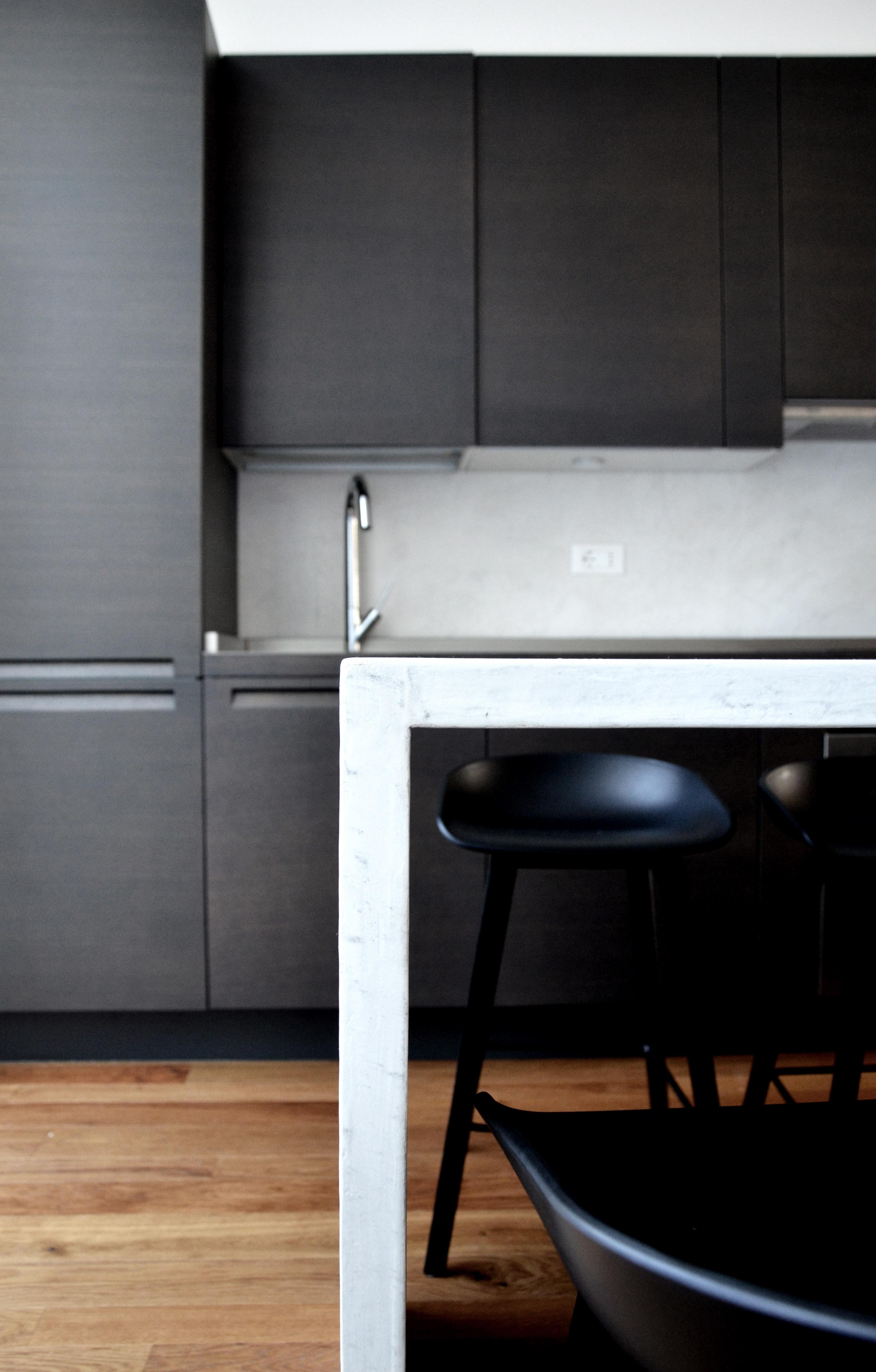 casa MB SR. la zona cucina. composizione ridisegnata da architetto francesco valentini riadattando la vecchia Varenna ed implementandola al nuovo ambiente.