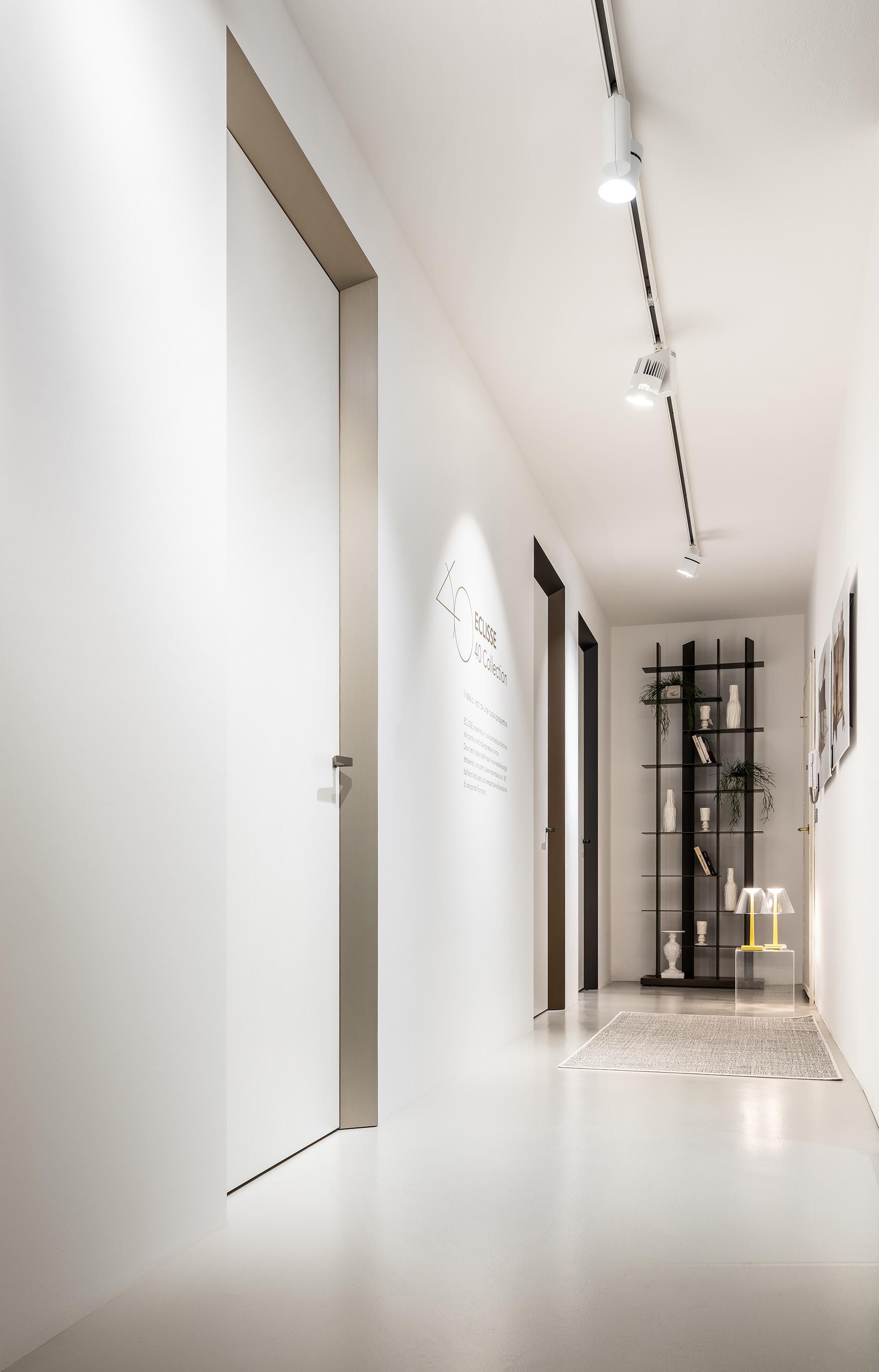 eclisse40 Collection - vista dello showroom di Milano in via delle Armi 2 - porta chiusa